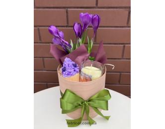 """Подарунковий кошик з квітами """"Весняна ніжність"""""""