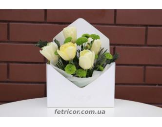 Конверт з білими тюльпанами