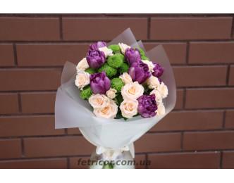 Букет з трояндами та тюльпанами